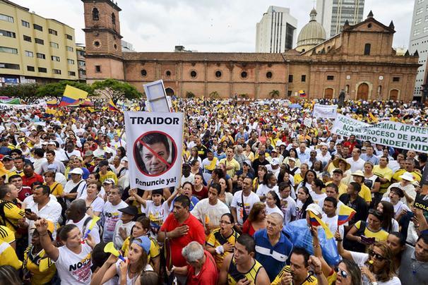 Uribistas pedirán renuncia de Santos