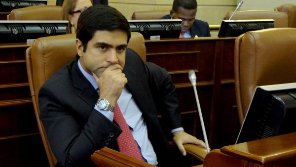"""Samuel Hoyos: """"La Corte Suprema le está pagando el favor a Perdomo y Montealegre"""""""