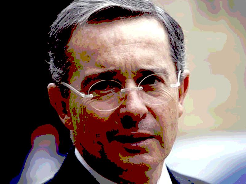 Álvaro Uribe Vélez: Contralor me denuncia por acumulación ilegal de 103 hectáreas